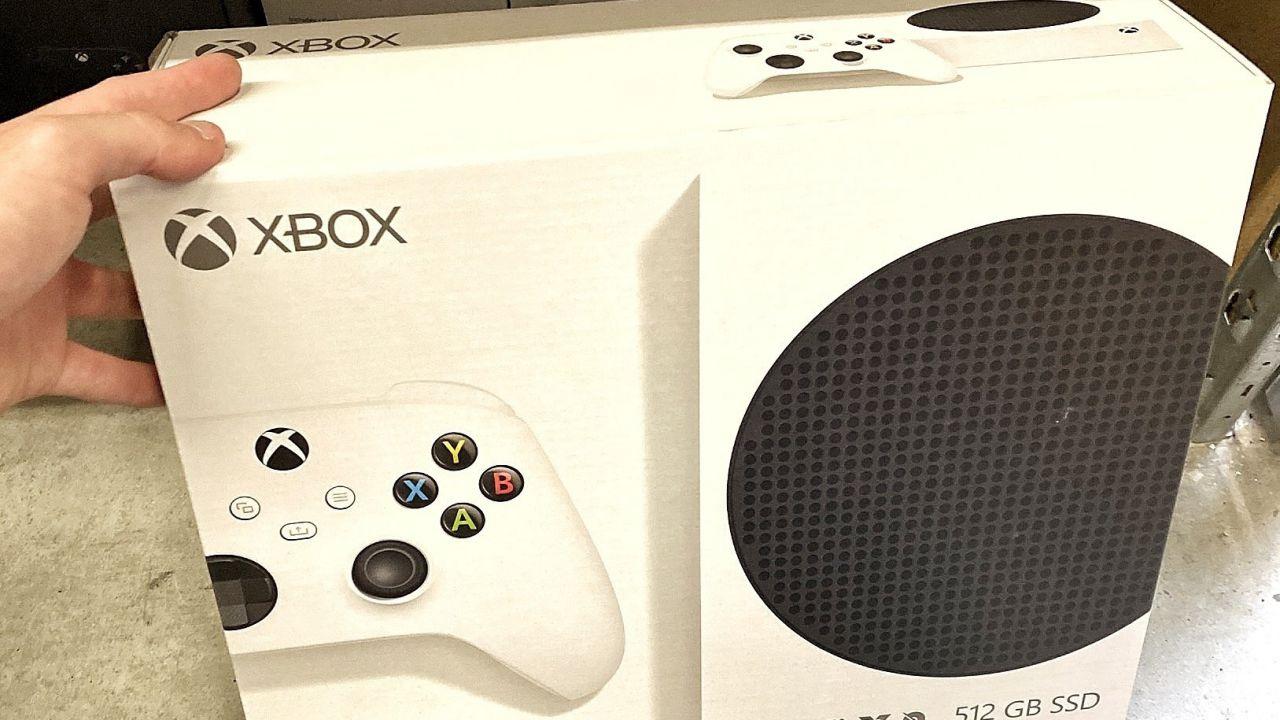 Xbox Series S, la piccola console avvistata: confezioni in distribuzione
