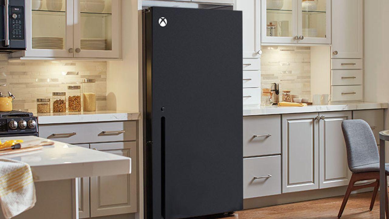 Xbox Series X: Snoop Dogg ha un vero frigorifero con la forma della console!