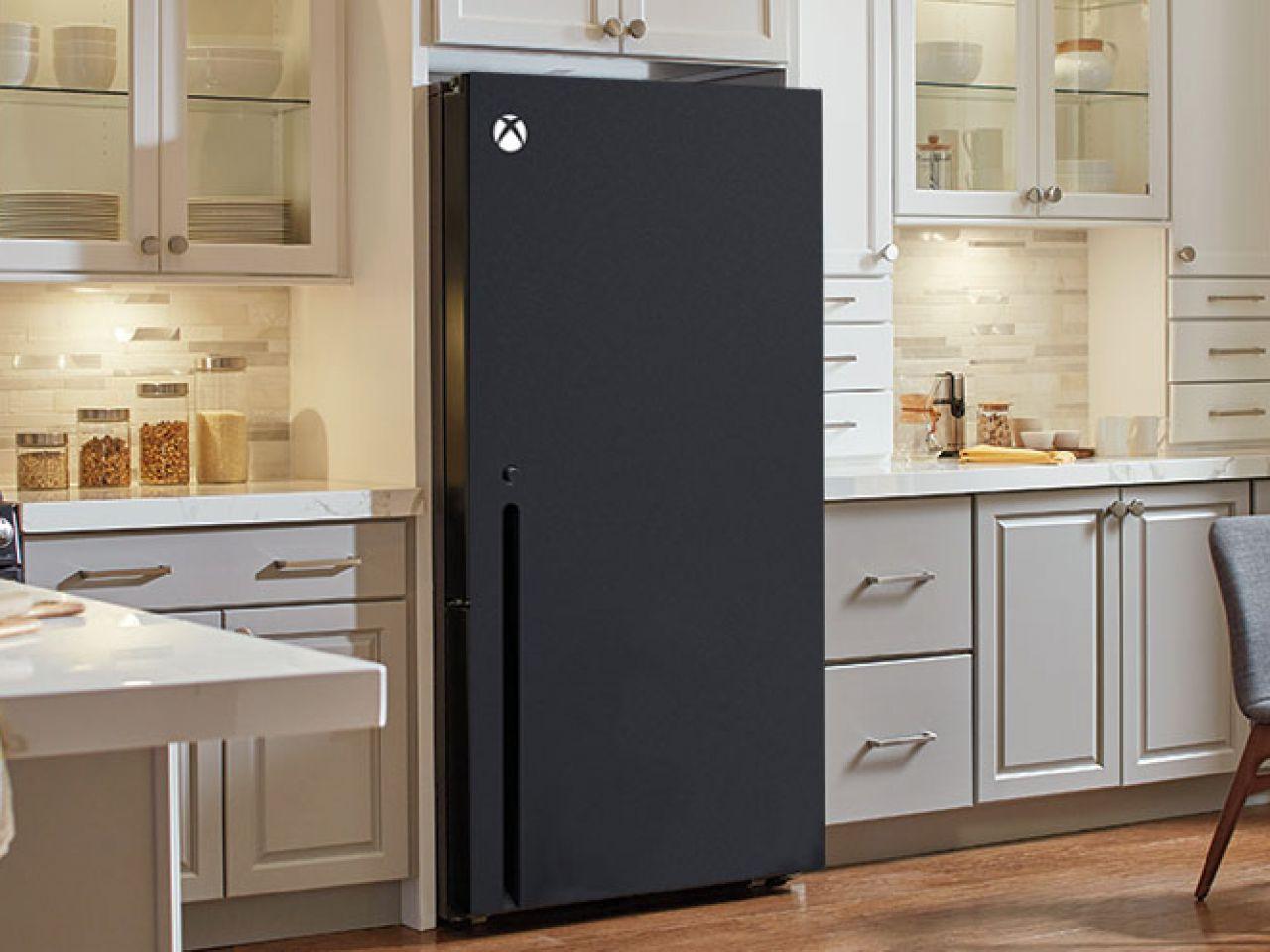 Il frigo a forma di Xbox Series X consegnato a Snoop Dogg