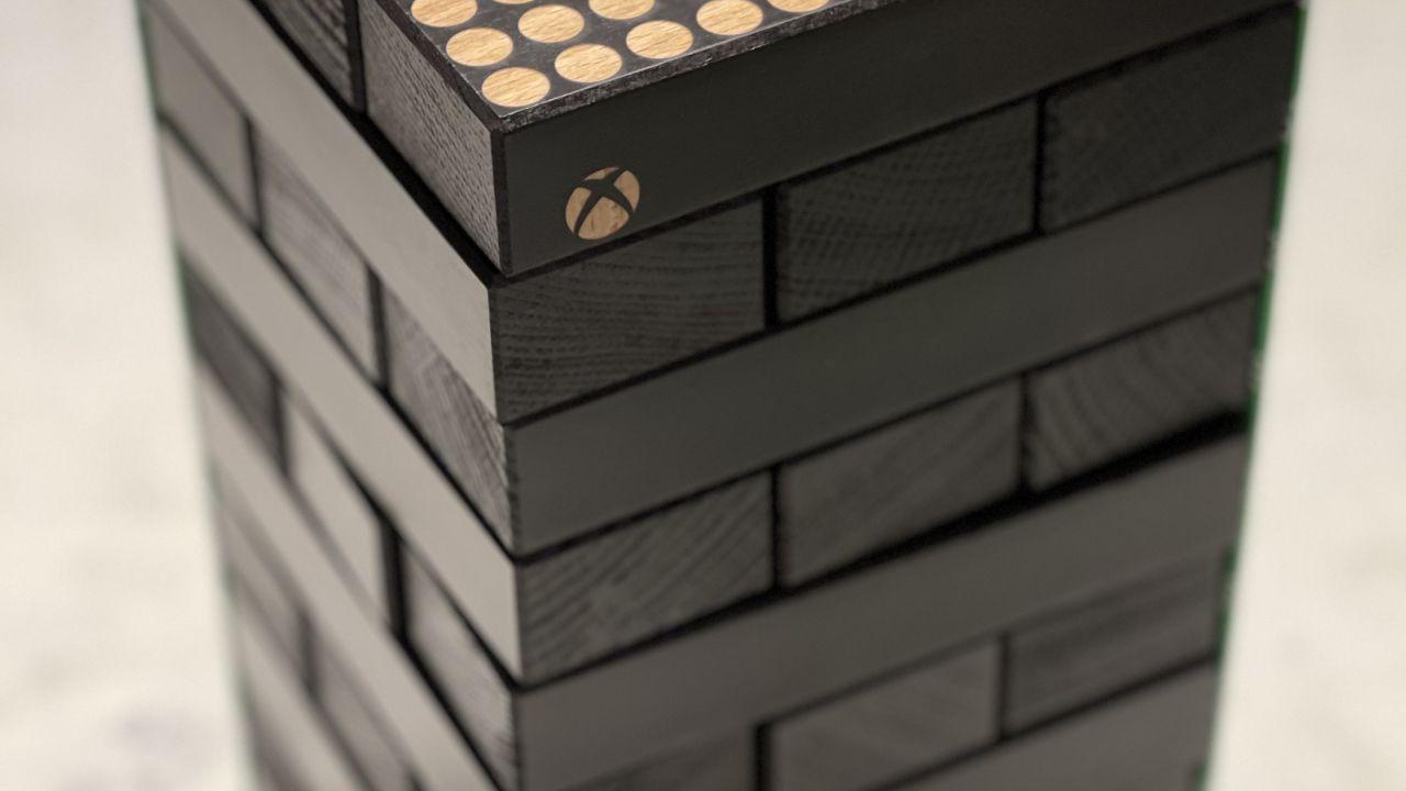 Xbox Series X: la versione Jenga della console mostrata da Larry Hyrb