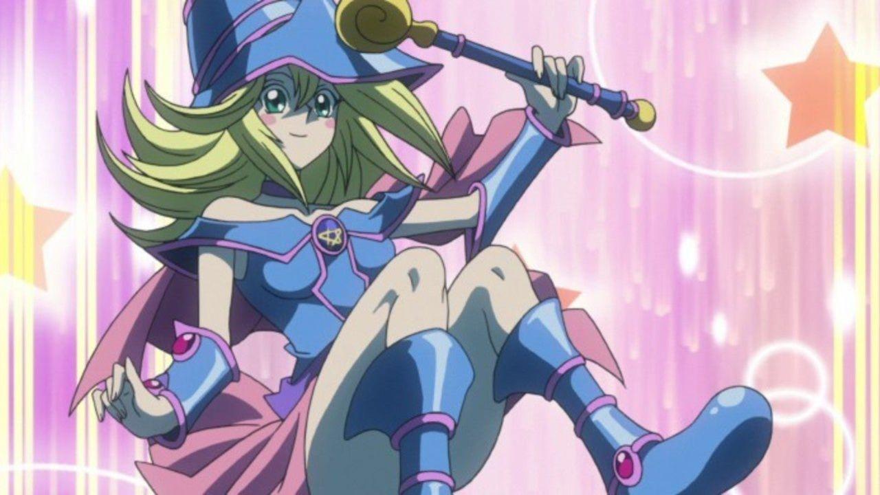 Yu-Gi-Oh: un cosplay della Giovane Maga Nera la rende sexy e pronta a combattere