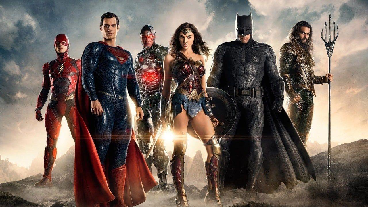 Zack Snyder, i fan chiedono alla Warner di inserire nel canon lo SnyderVerse
