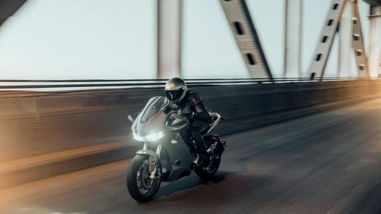Zero SR/S, ufficiale la nuova moto elettrica con 323 km di autonomia