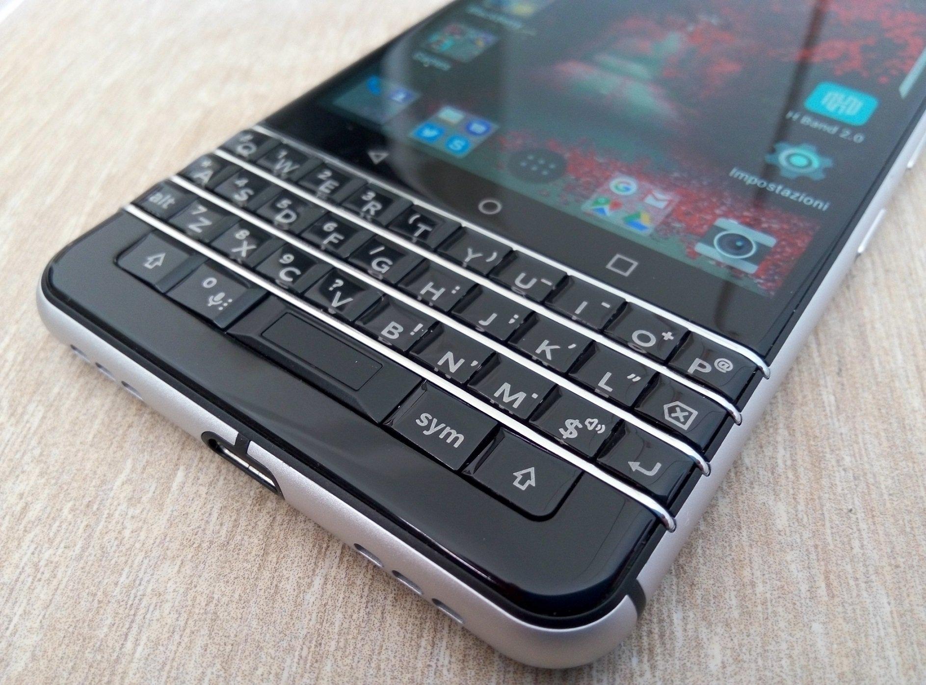 blackberry keyone recensione lo smartphone android con