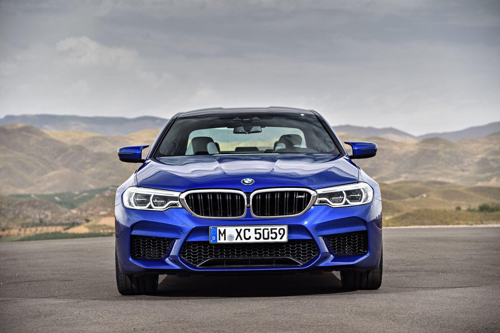 BMW M5: le foto della sesta generazione