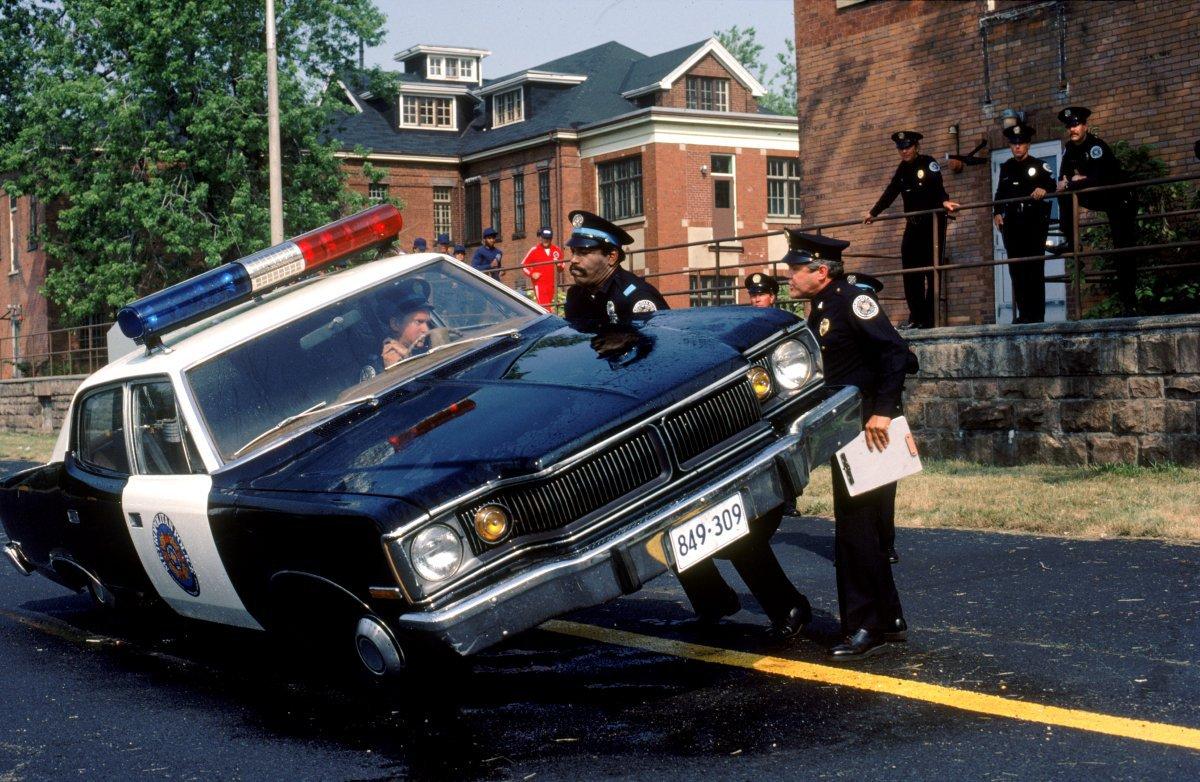 Carl Black Chevrolet >> Scuola di polizia, la recensione del cult demenziale ...
