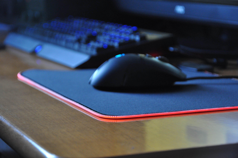 Sharkoon 1337 rgb: un tocco di colore al tappetino del mouse