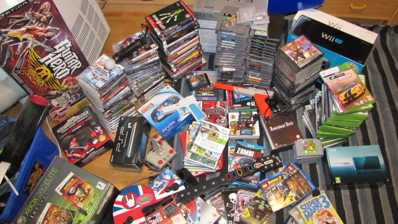 Sondaggio - Preferisci acquistare i videogiochi presso negozi fisici o online?
