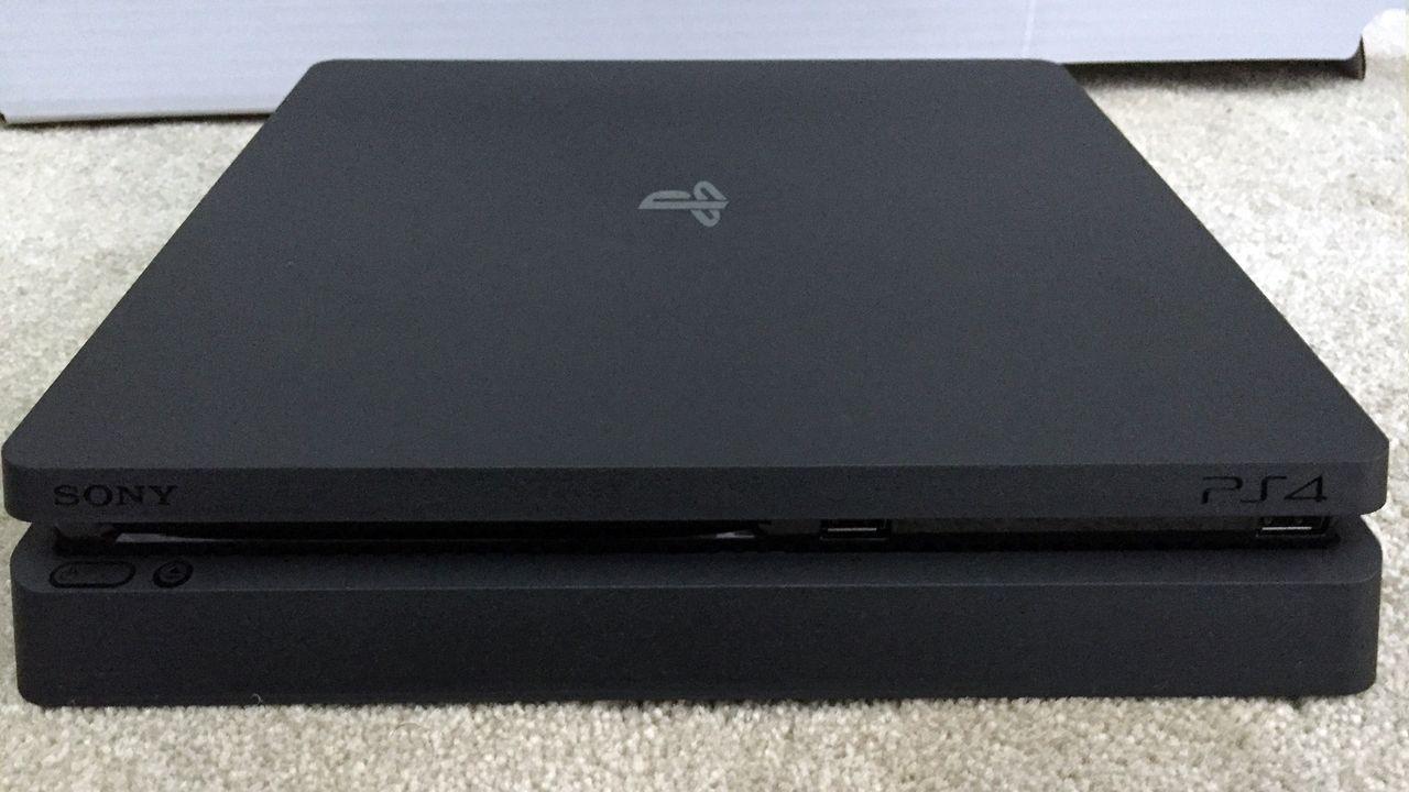 Sondaggio - Trapelano le prime foto di PS4 Slim: cosa ne pensi di questa riedizione della console?